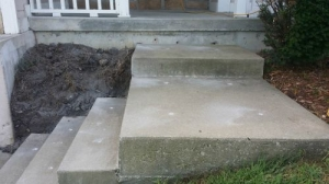 Front-Steps-Before-Foam-Lifting-Concrete-Raising-Systems-7318-N-Donnelly-Ave-Kansas-City-MO-641582 (1)